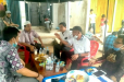 Kadin Inhil Bersama Mantan Camat Kateman Kunjungi Posko Granat Peduli Musibah Desa Kuala Selat